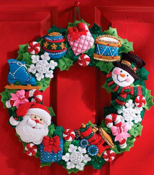 Яркий венок из фетра на дверь к Рождеству или Новому году venok 17
