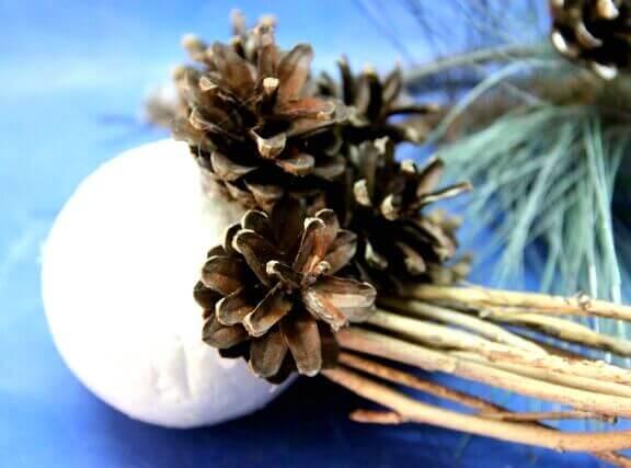 Топиарий из шишек как украшение на Новый год Topiarij iz shishek 13