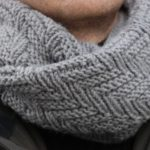 Модный шарф-хомут, связанный узором Протектор