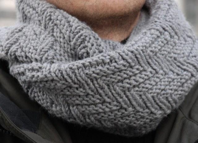 Модный шарф хомут, связанный узором Протектор sharf uzorom protektor 1