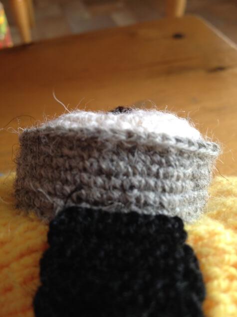 Веселая шапочка Миньон для вашего ребенка shapka minon spicami 13