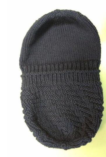 Мужская шапка узором Протектор спицами shapka protektor spicami 6