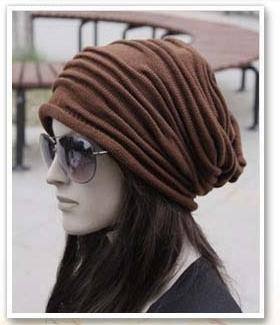 Модная и стильная шапка узором Клоке спицами shapka uzorom kloke 1