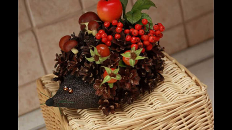 Красивые поделки из шишек на тему Осень для сада и школы podelki iz shishek svoimi rukami 23