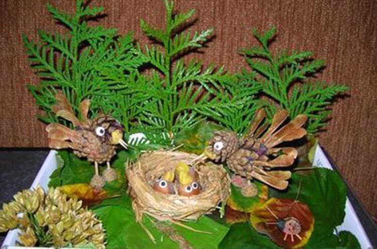 Красивые поделки из шишек на тему Осень для сада и школы podelki iz shishek svoimi rukami 27