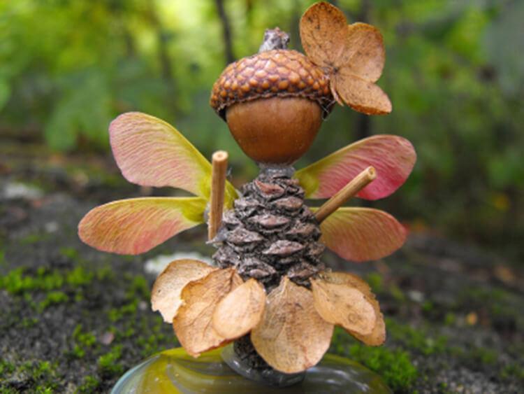 Красивые поделки из шишек на тему Осень для сада и школы podelki iz shishek svoimi rukami 29