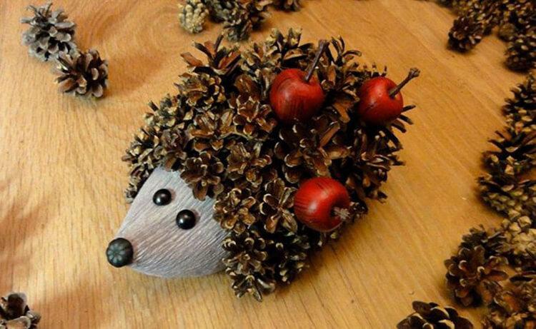 Красивые поделки из шишек на тему Осень для сада и школы podelki iz shishek svoimi rukami 3