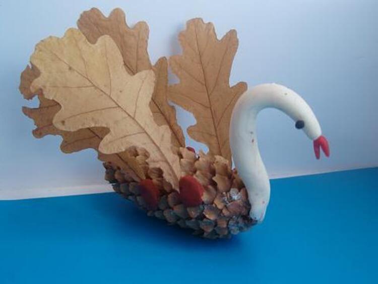 Красивые поделки из шишек на тему Осень для сада и школы podelki iz shishek svoimi rukami 61