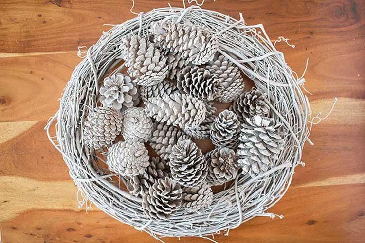 Красивые поделки из сосновых шишек для дома и садика podelki iz sosnovyh shishek 13