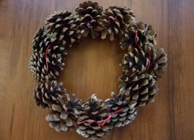Красивые поделки из сосновых шишек для дома и садика podelki iz sosnovyh shishek 20