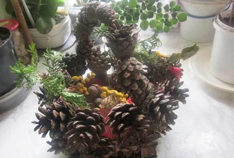 Красивые поделки из сосновых шишек для дома и садика podelki iz sosnovyh shishek 24