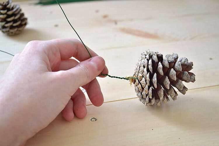 Красивые поделки из сосновых шишек для дома и садика podelki iz sosnovyh shishek 34