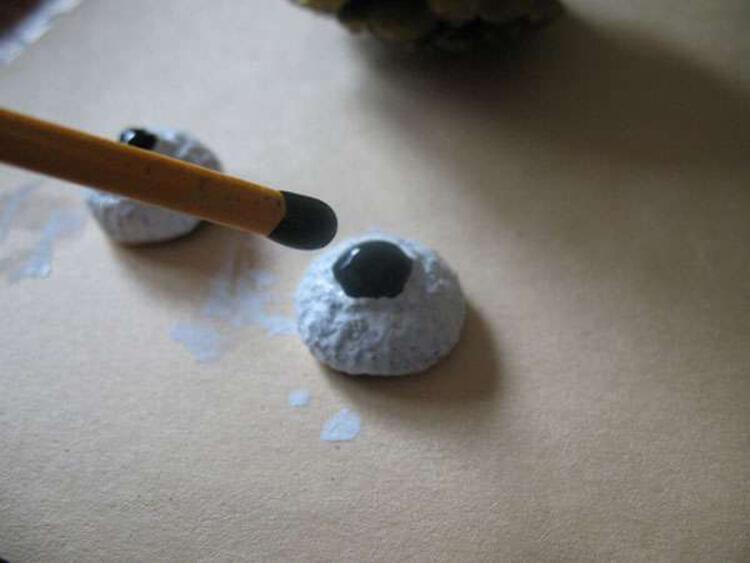Делаем сову из шишек для детского сада sova iz shishek 2
