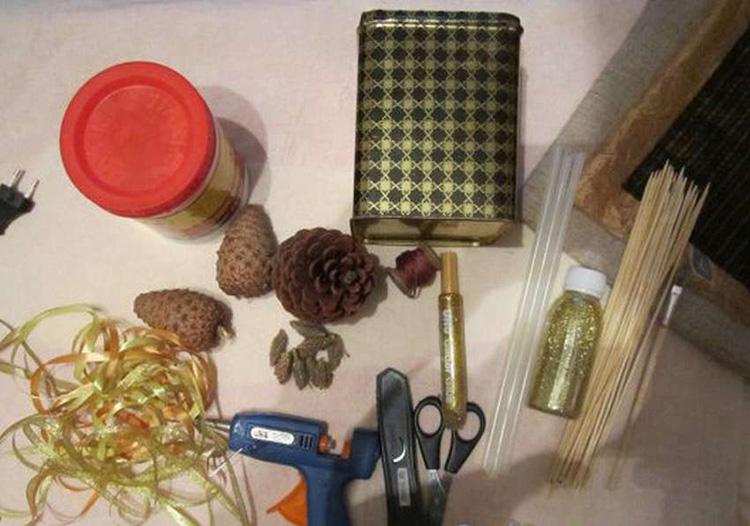 Букет из шишек: как сделать красивую и оригинальную поделку buket iz shishek 30