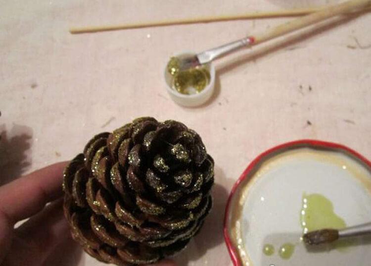 Букет из шишек: как сделать красивую и оригинальную поделку buket iz shishek 38