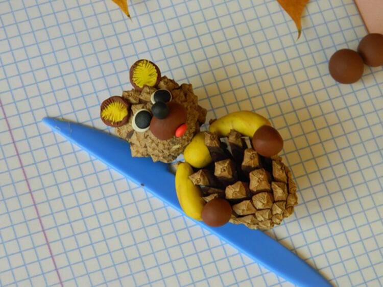 Как можно сделать медведя из шишек: варианты для детского сада kak sdelat medvedya iz shishek 10