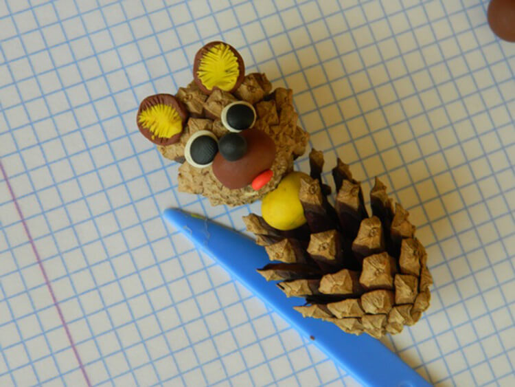 Как можно сделать медведя из шишек: варианты для детского сада kak sdelat medvedya iz shishek 8