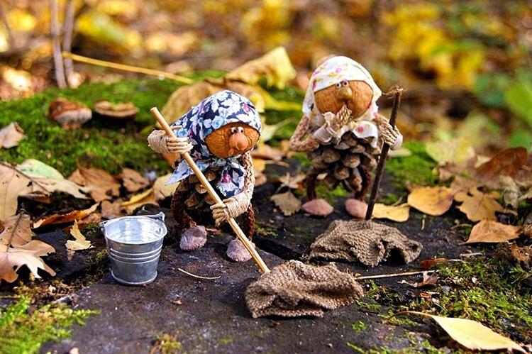 Интересные поделки из шишек в школу на тему Осень podelki iz shishek v shkolu 5