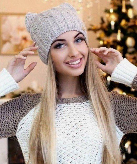 Стильная и модная шапочка Кошка спицами shapka koshka s ushkam15