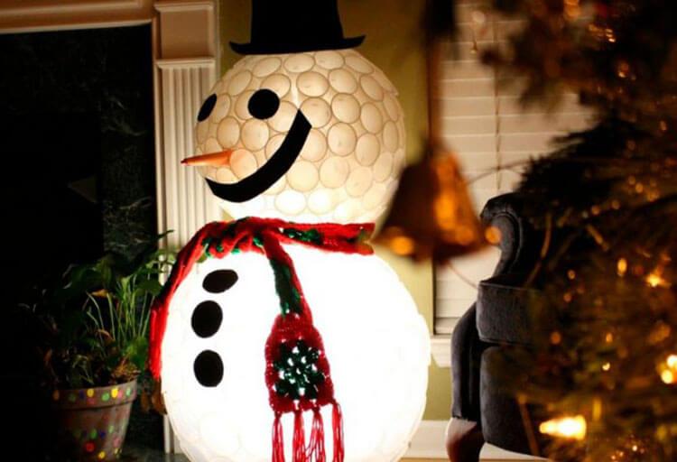 Делаем снеговика своими руками к новому году : различные способы  с фото podelka snegovik svoimi rukami 38