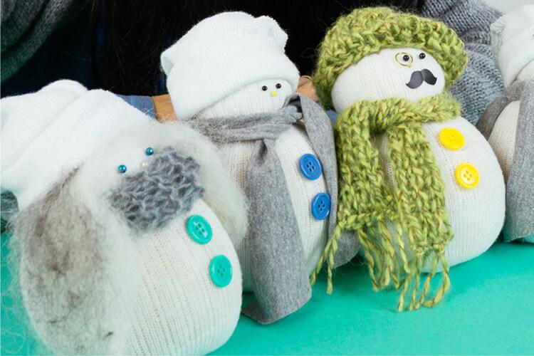 Делаем снеговика своими руками к новому году : различные способы  с фото podelka snegovik svoimi rukami 62