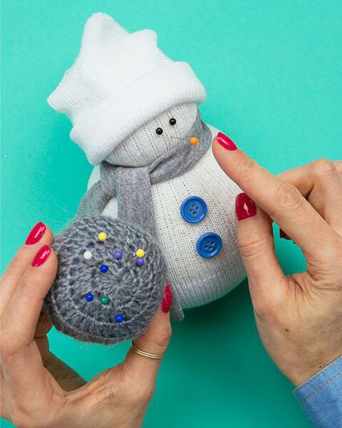 Делаем снеговика своими руками к новому году : различные способы  с фото podelka snegovik svoimi rukami 75