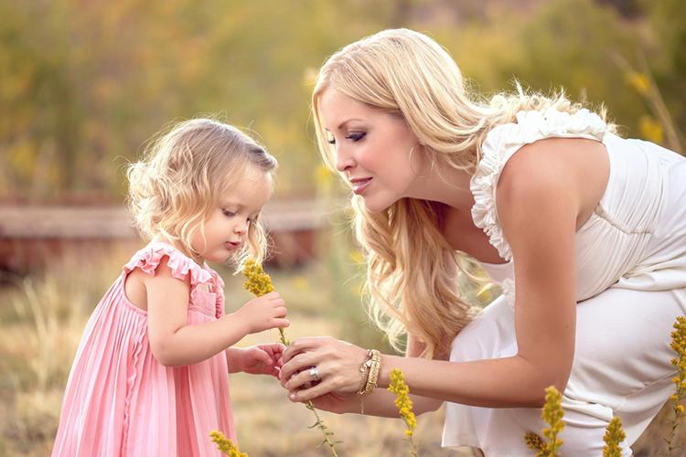 Красивые стихи на день матери: трогательные поздравления для любимых мам stihi mame na den materi 4