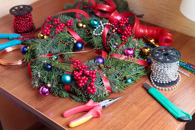 Поделки на Новый год своими руками: делаем на конкурс школу и садик podelki k novomu godu 14