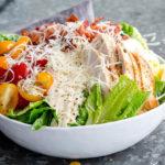 Как приготовить салат Цезарь: вкусные пошаговые рецепты на праздничный или повседневный стол
