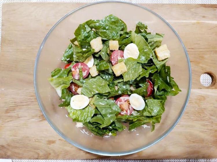 Как приготовить салат Цезарь: вкусные пошаговые рецепты на праздничный или повседневный стол salat cezar s kuricej 10