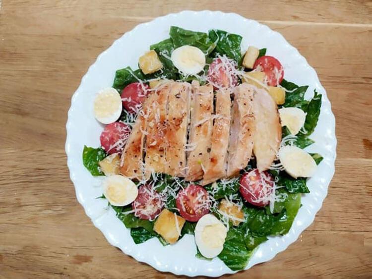 Как приготовить салат Цезарь: вкусные пошаговые рецепты на праздничный или повседневный стол salat cezar s kuricej 12