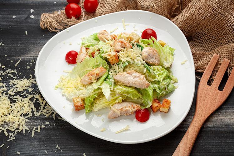 Как приготовить салат Цезарь: вкусные пошаговые рецепты на праздничный или повседневный стол salat cezar s kuricej 13