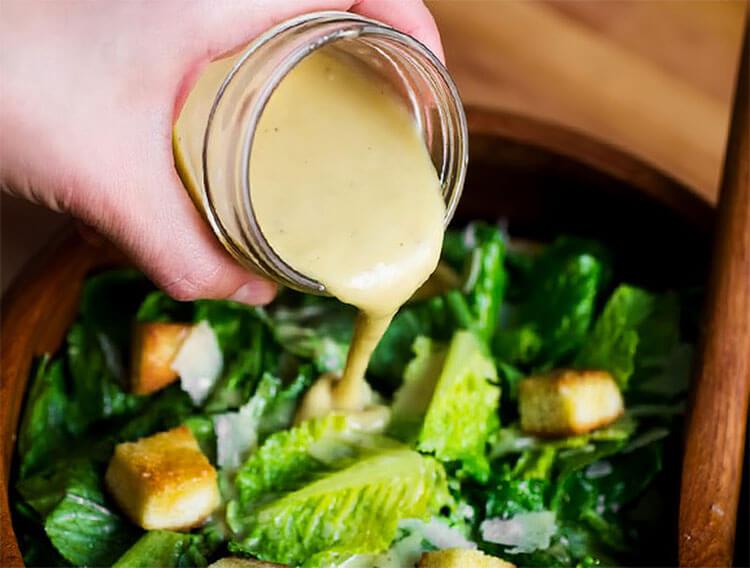 Как приготовить салат Цезарь: вкусные пошаговые рецепты на праздничный или повседневный стол salat cezar s kuricej 29
