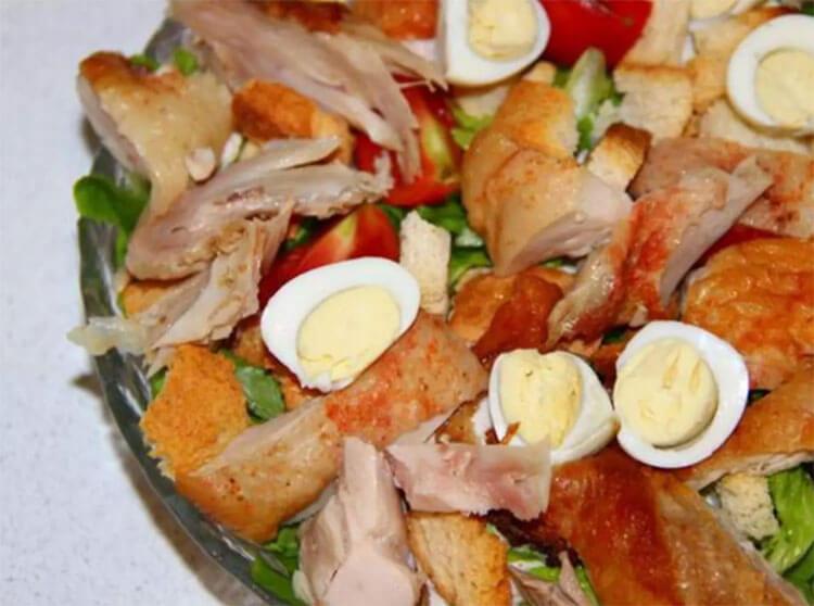 Как приготовить салат Цезарь: вкусные пошаговые рецепты на праздничный или повседневный стол salat cezar s kuricej 31