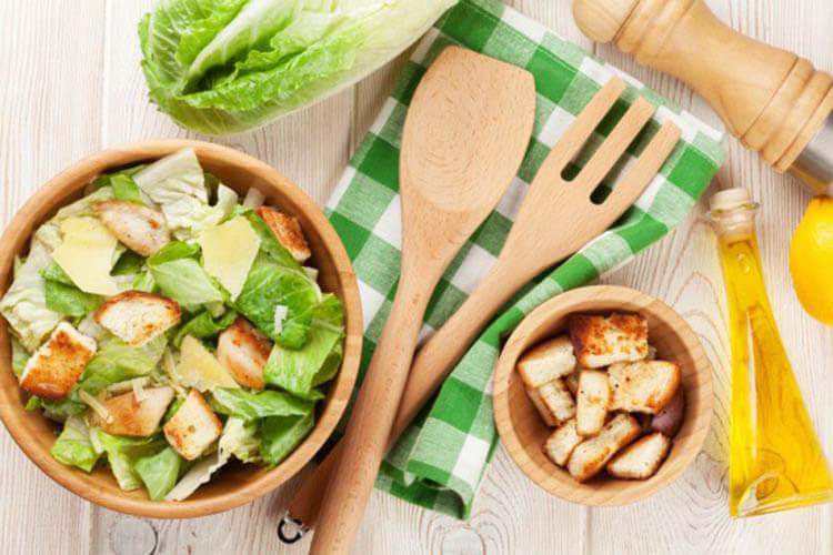 Как приготовить салат Цезарь: вкусные пошаговые рецепты на праздничный или повседневный стол salat cezar s kuricej 33