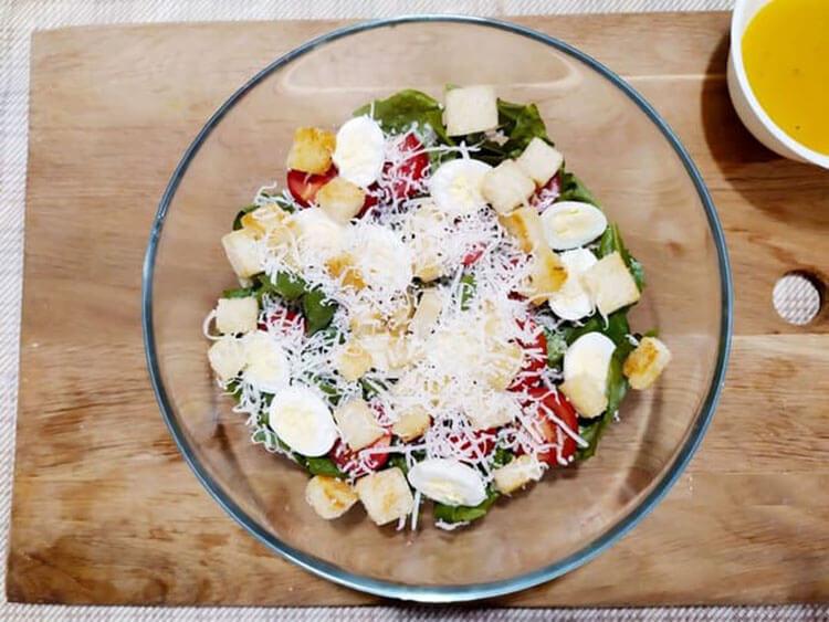 Как приготовить салат Цезарь: вкусные пошаговые рецепты на праздничный или повседневный стол salat cezar s kuricej 9