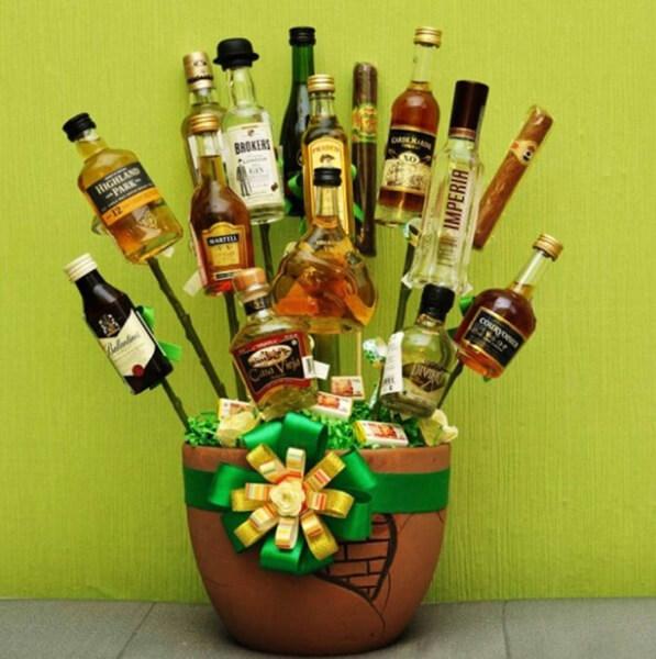 Букет для мужчины на 23 февраля: оригинальный подарок своими руками buket dlya muzhchiny svoimi rukami 100