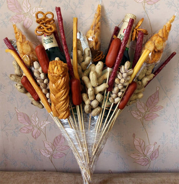 Букет для мужчины на 23 февраля: оригинальный подарок своими руками buket dlya muzhchiny svoimi rukami 48