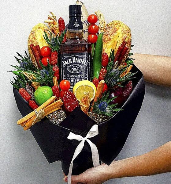 Букет для мужчины на 23 февраля: оригинальный подарок своими руками buket dlya muzhchiny svoimi rukami 98 2