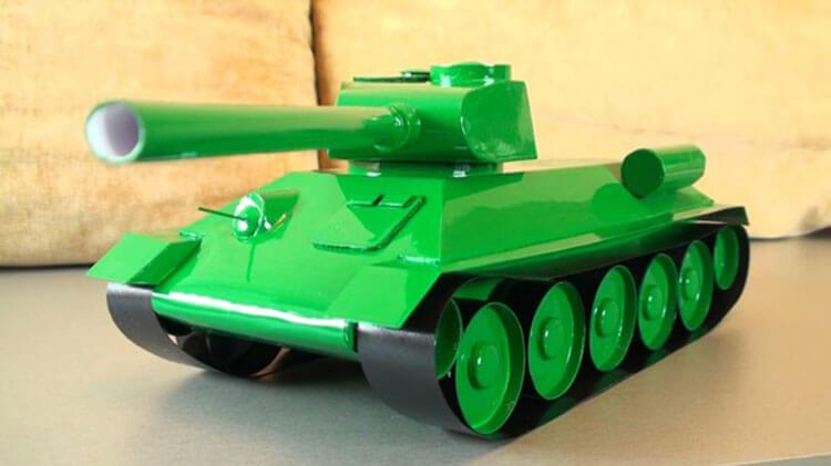 Поделка Танк из различных материалов: отличный подарок на 23 февраля tank svoimi rukami 111