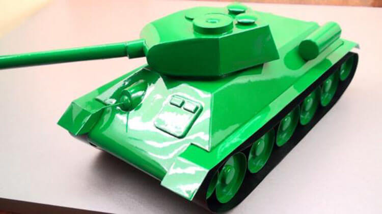 Поделка Танк из различных материалов: отличный подарок на 23 февраля tank svoimi rukami 122