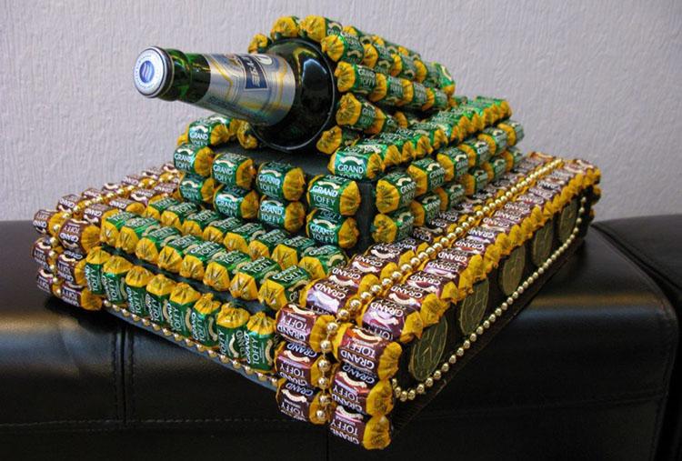 Поделка Танк из различных материалов: отличный подарок на 23 февраля tank svoimi rukami 126