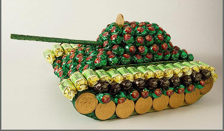 Поделка Танк из различных материалов: отличный подарок на 23 февраля tank svoimi rukami 127