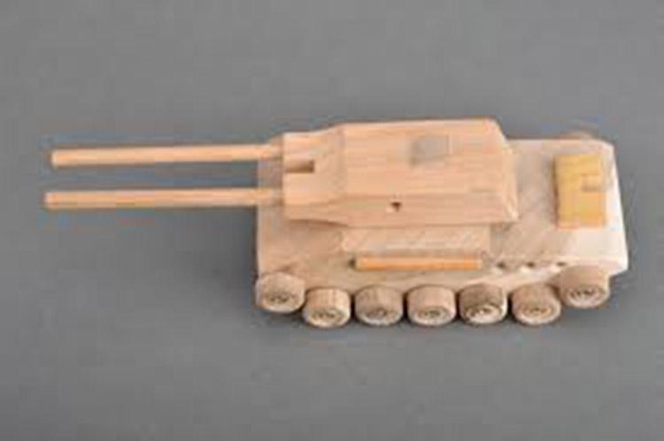 Поделка Танк из различных материалов: отличный подарок на 23 февраля tank svoimi rukami 137