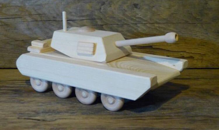 Поделка Танк из различных материалов: отличный подарок на 23 февраля tank svoimi rukami 140