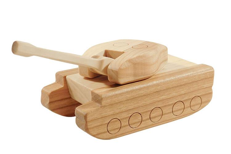 Поделка Танк из различных материалов: отличный подарок на 23 февраля tank svoimi rukami 141