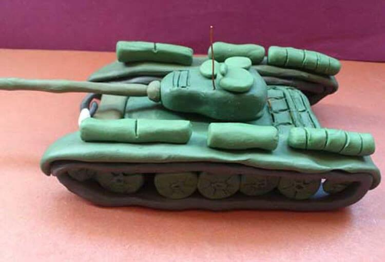 Поделка Танк из различных материалов: отличный подарок на 23 февраля tank svoimi rukami 3
