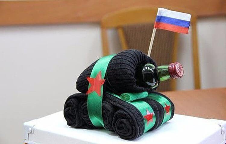 Поделка Танк из различных материалов: отличный подарок на 23 февраля tank svoimi rukami 63