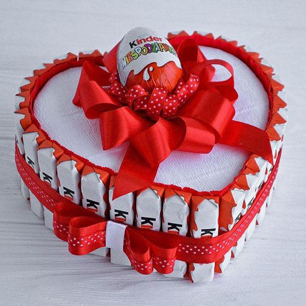 Красивый и сладкий букет из конфет на 8 марта: мастер классы с фото bukety iz konfet svoimi rukami 102