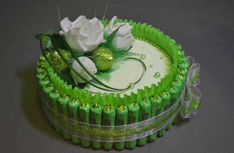 Красивый и сладкий букет из конфет на 8 марта: мастер классы с фото bukety iz konfet svoimi rukami 103